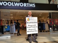 Struggle stalwart pickets against Israel outside Woolworths