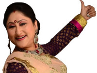 """'Bollywood is in our DNA' – Mother of the bride Jayati Bhatia of """"Blame it on Bollywood"""" talks to Fakir Hassen – Lenzinfo gives away a further 2 sets of 4 tickets for the show!!!!"""